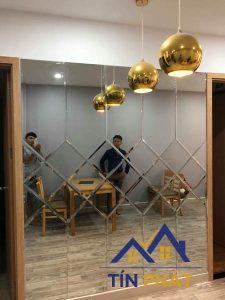 Mẫu gương trang trí Bình Phước hợp với không gian phòng khách
