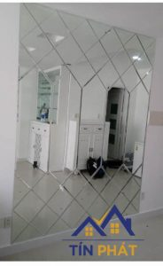 Giải đáp những câu hỏi liên quan tới gương ốp tường trang trí phòng tắm 1