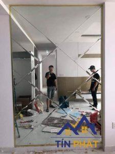 Chia sẻ kinh nghiệm sử dụng gương ốp tường bếp bền đẹp theo thời gian 1